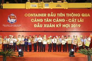 Phát lệnh làm hàng đầu Xuân Kỷ Hợi tại Cảng Tân Cảng - Cát Lái