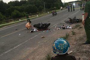 Cà Mau: Xe máy đối đầu, 2 người tử vong