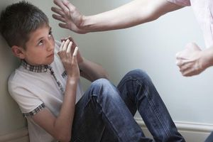 Con càng lớn càng hư hỏng, hỗn láo cũng là do 6 cách dạy dỗ sai lầm của cha mẹ