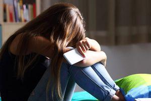 Instagram tung ra 'màn hình nhạy cảm' sau các vụ tự tử của giới trẻ