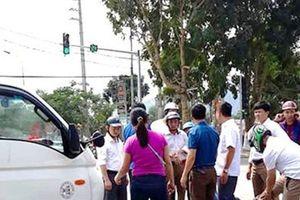 Ô tô tải đâm hàng loạt xe máy đang đứng chờ đèn đỏ, nhiều người nhập viện