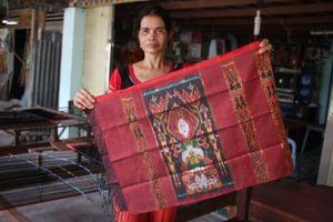 Những người phụ nữ 'giữ lửa' cho làng nghề truyền thống