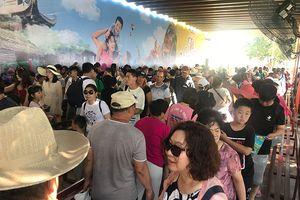 Hàng nghìn người tham quan Vinpearl Land, đi tour các đảo