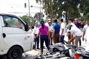 Tin mới vụ ô tô tải đâm nhiều xe máy dừng đèn đỏ ở Nghệ An