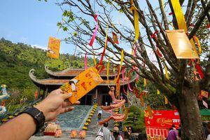 Nô nức 'Lễ hội Thần tài' cầu may mắn đầu năm mới