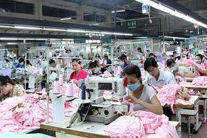 Tạo 'bệ đỡ' cho ngành dệt may phát triển