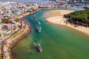 Ngư dân nhiều nơi ra khơi đánh bắt hải sản