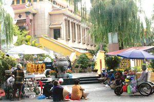 Hình ảnh bát nháo tại đền, chùa ngày đầu năm