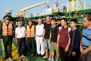 Cứu sống 9 thuyền viên bị chìm tàu giữa biển