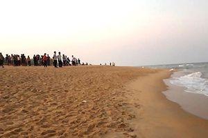 Tắm biển ngày Tết, 4 học sinh thiệt mạng, 2 em khác mất tích