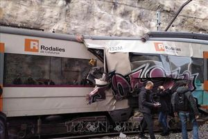 Hai tàu hỏa đâm trực diện, ít nhất 100 người thương vong
