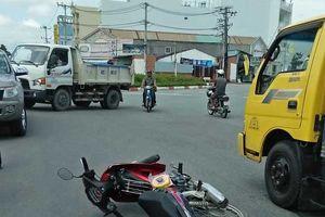 3 thanh niên trên một chiếc xe máy tử nạn sau pha va chạm với xe tải