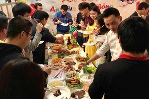 Du học sinh Pháp: 'Thịt mỡ, dưa hành, bánh tét là những món ngon nhất thế giới,