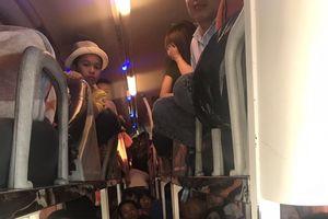 Thanh Hóa: Bắt giữ xe ô tô 40 chỗ 'nhồi' 62 hành khách