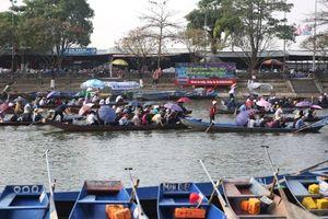 Hàng vạn du khách nô nức chảy hội Chùa Hương trước ngày khai hội
