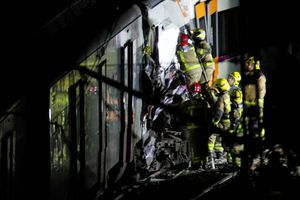 Hai tàu hỏa đâm nhau, hơn 100 người thương vong ở Tây Ban Nha