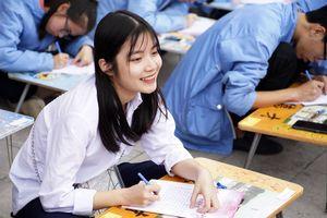 Hơn 500 học sinh khai bút tại khu tưởng niệm Vương triều Mạc