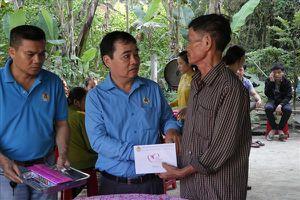 LĐLĐ Quảng Nam thăm hỏi, hỗ trợ các gia đình 6 học sinh bị đuối nước