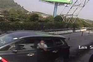 Đâm barie vượt trạm thu phí Bến Thủy: 'Tôi hết tiền'