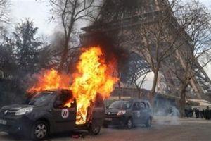 Áo Vàng biểu tình, tấn công nhà quan chức Pháp