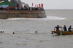 Đua thuyền rồng đầu năm trên biển Đồ Sơn, 1 vận động viên thiệt mạng