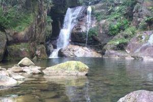 Trượt chân rơi xuống thác, nam thanh niên thiệt mạng