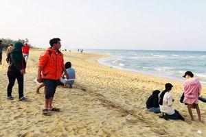 Thứ trưởng Bộ GD&ĐT thăm hỏi gia đình các học sinh đuối nước