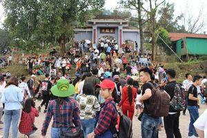Hà Tĩnh: Gần 15 ngàn du khách đổ về chùa Hương Tích trong ngày khai hội