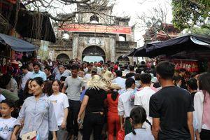 Hàng vạn du khách du xuân, trẩy hội Chùa Hương ngày khai hội
