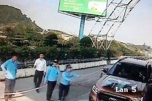 Một lái xe cố tình đâm barie, vượt trạm thu phí Bến Thủy 2