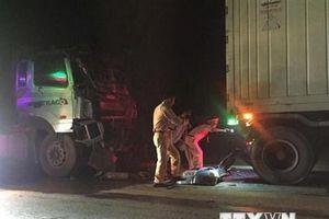 Quảng Trị: Xe đầu kéo va chạm xe máy khiến 3 người thương vong