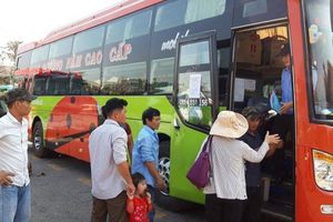 Huế: Bến xe 'cháy' vé, nhiều xe tăng cường chở khách vào Nam