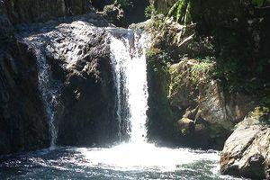 Đi chơi Tết ở thác nước, thanh niên trượt chân tử vong