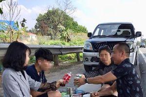 'Mở tiệc' trên cao tốc, tài xế bị xử phạt hơn 5 triệu đồng