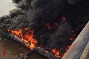 Cháy khủng khiếp thiêu rụi nhà hàng nổi trên sông Lô ở Tuyên Quang
