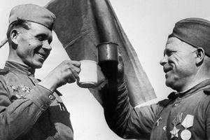 Quân đội Nga đã chống lại chứng nghiện rượu như thế nào?