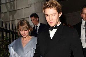 Bỏ Grammy, Taylor Swift tình tứ bên bạn trai tại giải Oscar Anh