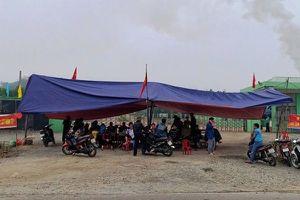Người dân chặn cổng nhà máy xử lý rác vì ruồi, muỗi bủa vây