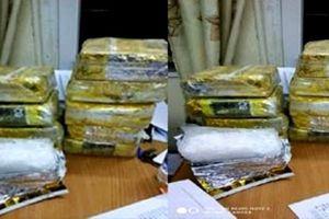 Bắt đối tượng vận chuyển thuê 10kg ma túy đá với giá 200 triệu