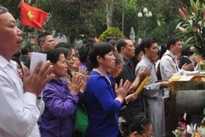 Không rước Mẫu, lễ hội đền Đông Cuông vẫn hút hàng vạn lượt khách