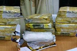 Trinh sát 'giăng lưới' bắt quả tang kẻ vận chuyển 10 kg ma túy đá