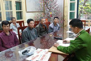 Cảnh sát tóm gọn 6 'cò mồi' chèo kéo khách đi chùa Hương