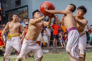 Trai làng Thúy Lĩnh dốc sức trong lễ vật cầu đầu năm