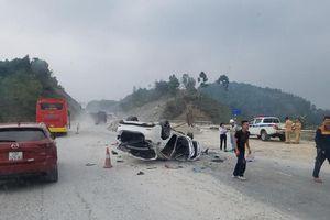 Hết Tết, Mazda 6 lật ngửa bụng trên đường về Hà Nội