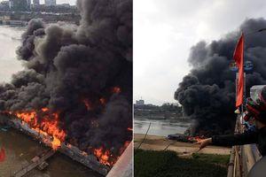 Clip biển lửa 'nuốt chửng' nhà hàng nổi trên sông