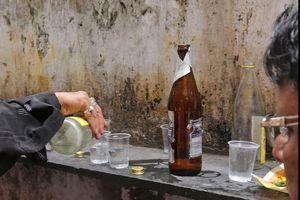72 người tử vong do ngộ độc rượu