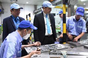 CNLĐ tại các Khu Công nghiệp Hà Nội: Khí thế thi đua sản xuất ngay từ ngày đầu năm mới