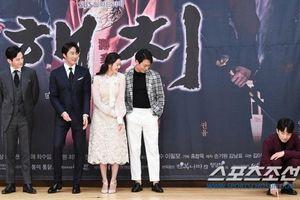 Họp báo 'Haechi': Go Ara trở thành nữ phụ đam mỹ giữa rững mỹ nam Jung Il Woo, Kwon Yul, Park Hoon