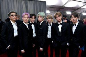 Lần đầu tham gia dự Grammy, V (BTS) đã 'gây bão mạng xã hội' với mái tóc xanh