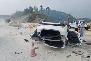 Yên Bái: Mazda 6 lật nhào trên cao tốc, 3 người bị thương